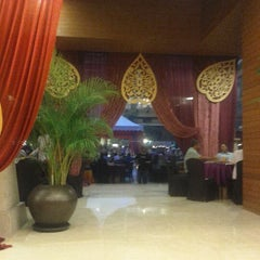Photo taken at Warisan Cafe Royale Chulan by Zaff Z. on 8/9/2012