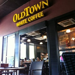 Photo taken at OldTown White Coffee by Adie on 10/30/2011