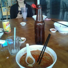 Photo taken at Sin Chon Fa Seafood Restaurant (新创发海鲜餐馆) by Dexster R. on 10/13/2011