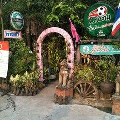 Photo taken at สวนอาหารซุ้มไผ่ (Sum Phai Restaurant) by Maunglaow K. on 2/27/2011