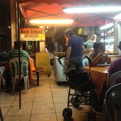 Photo taken at Nasi Lemak Famous by Fazlyatun M. on 8/10/2012