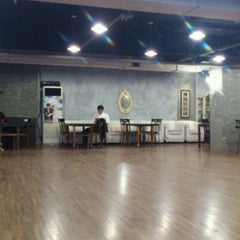 Photo taken at 엘땅고 (el Tango) by Oh D. on 10/4/2011