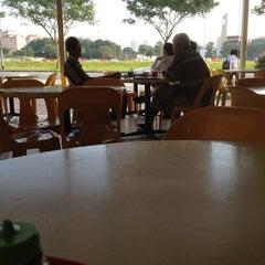 Photo taken at Gourmet Express by Pohui K. on 5/8/2012