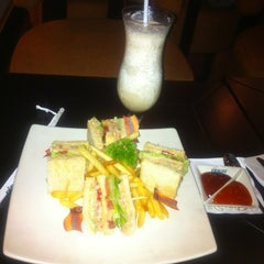 Photo taken at de`EXCELSO by john s. on 8/3/2012