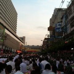 Photo taken at Indra Square (อินทราสแควร์) by Sanguan S. on 3/17/2012