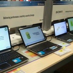 Photo taken at Best Buy by Rafael A. on 12/18/2011