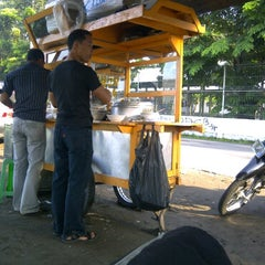 Photo taken at Bubur Ayam Jakarta 2009 by Stephanus H. on 3/18/2011