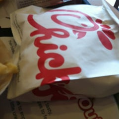 Photo taken at Chick-fil-A by Noemi R. on 6/14/2012