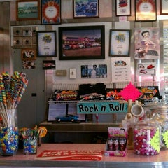 Photo taken at Rosie's Diner by Jacquelyn W. on 10/1/2011
