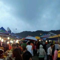 Photo taken at Brinchang Pasar Malam by mamir on 10/22/2011