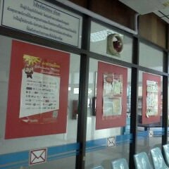Photo taken at ไปรษณีย์ พระจอมเกล้า (KMUTNB Post Office) by Pimporn Aor N. on 9/21/2011