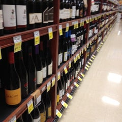 Photo taken at Giant Eagle Supermarket by Chris R. on 5/28/2012