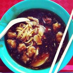 Photo taken at Quan Xiang Lu Mian by Qiling L. on 10/13/2011