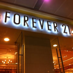 Photo taken at Forever 21 by Yue Han C. on 8/25/2012