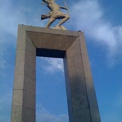 Photo taken at Patung Panahan Senayan by Hapiz I. on 2/11/2012