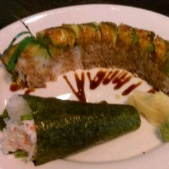 Photo taken at Ki Sushi & Sake Bar by Janette G. on 9/10/2011
