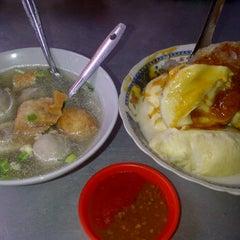 Photo taken at Segitiga Erlangga Food Court by Wiwik D. on 1/21/2012