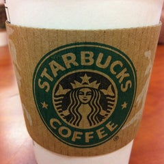 Photo taken at Starbucks by Leonardo M. on 3/15/2011