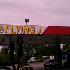 Photo taken at Flying J by Melvin on 10/28/2011