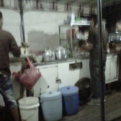 Photo taken at Cafe Sedap Malam by Saesario I. on 12/11/2011