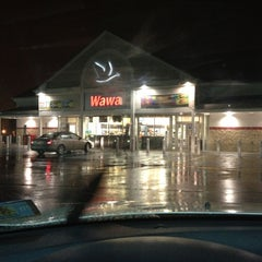 Photo taken at Wawa Food Market #382 by Sid W. on 10/20/2011