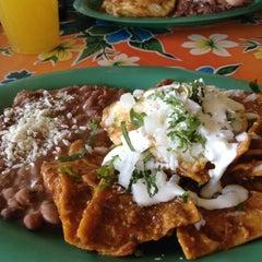 Photo taken at Mijita Cocina Mexicana by Aida Perez F. on 1/7/2012