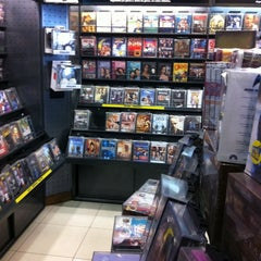 Photo taken at Livraria Saraiva by Fernando T. on 8/16/2011