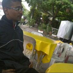 Photo taken at Berkat tomyam by Rudy Marquez on 1/31/2012