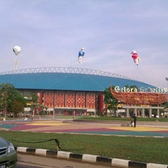 Photo taken at Stadion Gelora Sriwijaya (GSJ) by Adhy P. on 11/1/2011