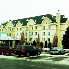 Photo taken at Hotel Château-Bromont by Mylene D. on 1/7/2012