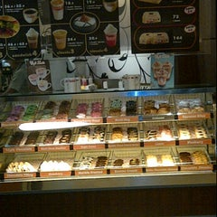 Photo taken at Dunkin' Donuts by Dianie P S. on 4/1/2012