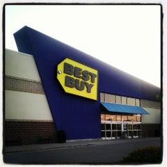Photo taken at Best Buy by Benton on 7/14/2012