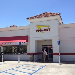 Photo taken at In-N-Out Burger by Julie on 7/22/2012