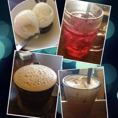 Photo taken at OldTown White Coffee by May T. on 9/2/2012
