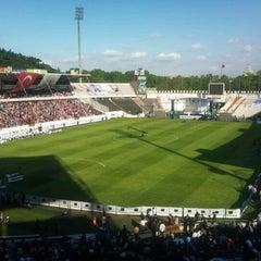 Photo taken at Beşiktaş İnönü Stadyumu Yeni Açık by Selim F. on 5/26/2012