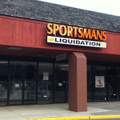 Photo taken at Sportsmans Liquidation Outlet by Dave G. on 9/11/2011