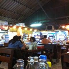 Photo taken at ครัวคุณหญิง by Ariya I. on 5/23/2012