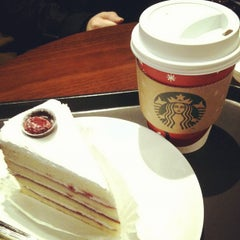 Photo taken at Starbucks by jennifer y. on 11/15/2011