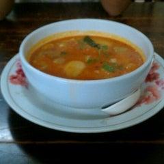 Photo taken at Mr.Sia Hot Quick Thai-Chinese Dish   มิสเตอร์เซี๊ย by Thawat C. on 9/23/2011