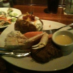 Photo taken at Outback Steakhouse by Justin B. on 8/20/2011