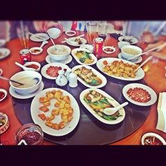 Photo taken at Kwang Tung by andi i. on 10/23/2011