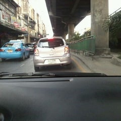 Photo taken at แยกลำสาลี (Lam Sali Intersection) by Title T. on 12/13/2011