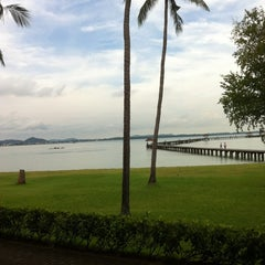 Photo taken at ระยอง รีสอร์ท (Rayong Resort) by Thew W. on 8/26/2011