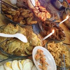 Photo taken at Rumah Makan Taman Sari by Lingga P. on 3/10/2012