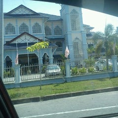 Photo taken at Masjid Nasiruddin Shah by Mohd Sofian O. on 9/4/2011