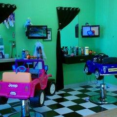 Photo taken at Sharkeys Cuts For Kids. by Owen H. on 9/13/2011