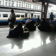 Photo taken at Stasiun Pasar Senen by Hari Y. on 4/1/2012
