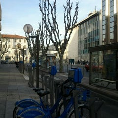 Photo taken at Vélo Bleu (Station No. 30) by Iarla B. on 3/21/2012