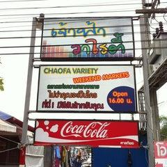 Photo taken at ตลาดนัดเจ้าฟ้าวาไรตี้ (Chaofa Variety Weekend Markets) by Thunwa S. on 2/19/2012