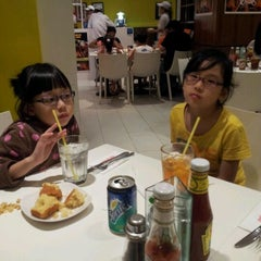 Photo taken at Kenny Rogers Roasters by Richard L. on 4/7/2012
